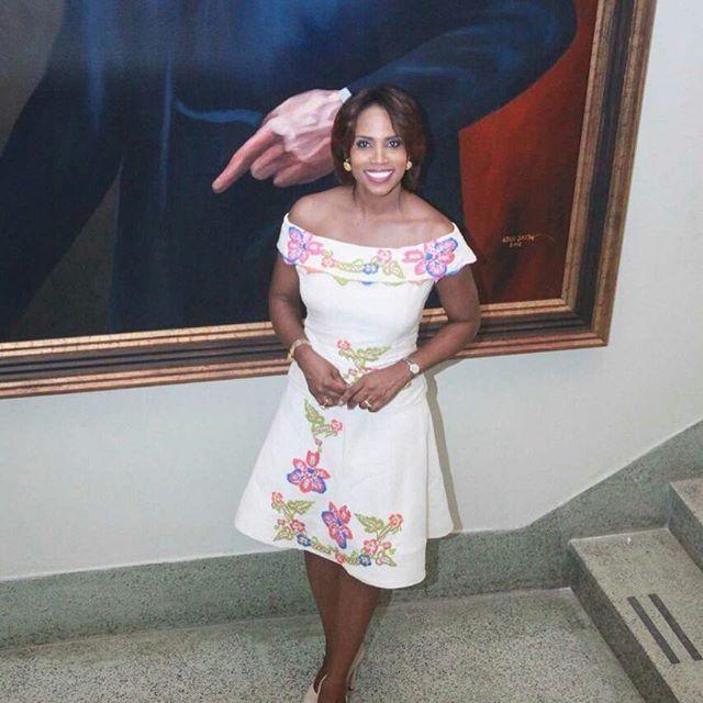 Simplemente hermosa y unica nuestra bella Edna Jaramillo en días pasado como invitada de honor en el acto de cremación de la bandera