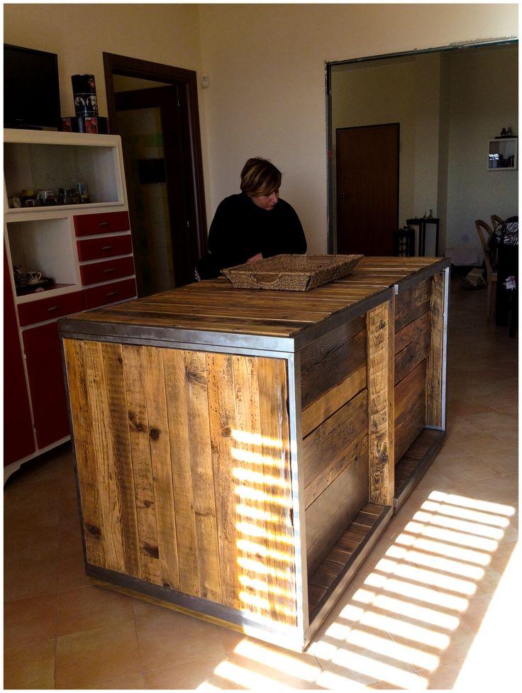 isola per cucina questo lavoro originale di arredo stato realizzato con legno e ferro di