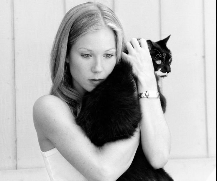 Photo of Christina Applegate & her Cat