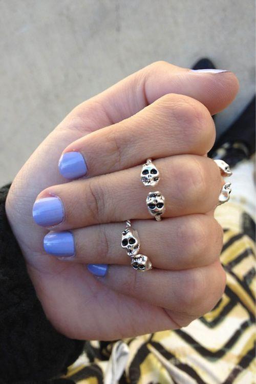 pastel nails + skull accessories = trendy