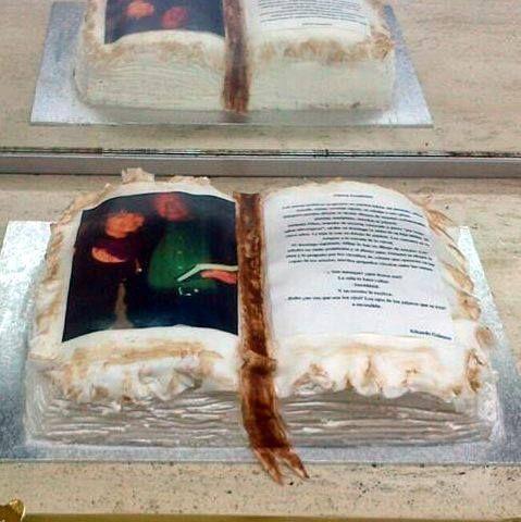 tarta libro, fondant , papel comestible y nata
