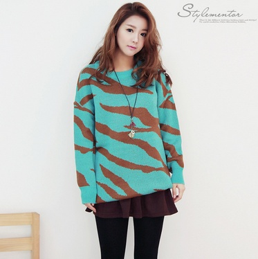 Torquise sweater, see more on thehallyu.com
