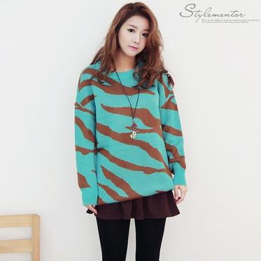 Torquise sweater, see more on thehallyu.com