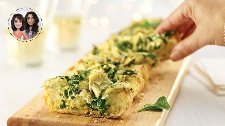 Pour votre prochaine réception, essayez cette recette de baguette apéro aux épinards et aux artichauts d'Alexandra Diaz et Geneviève O'Gleman.