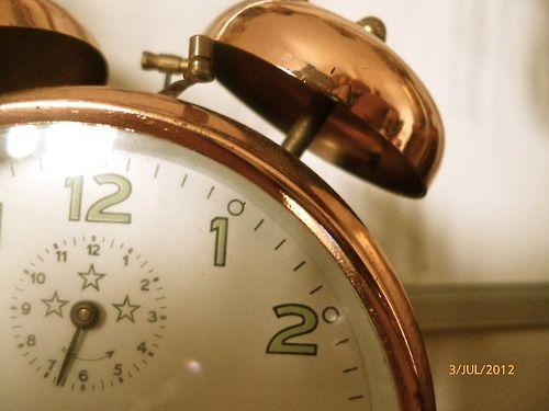 Come spenderemo quell'ora in più?Scatterà questa nottel'ora solare e il pomeriggio di domanimi sembrerà fatto di un tempo infinito.La sensazione di scorrere lento del tempo durerà per un po...