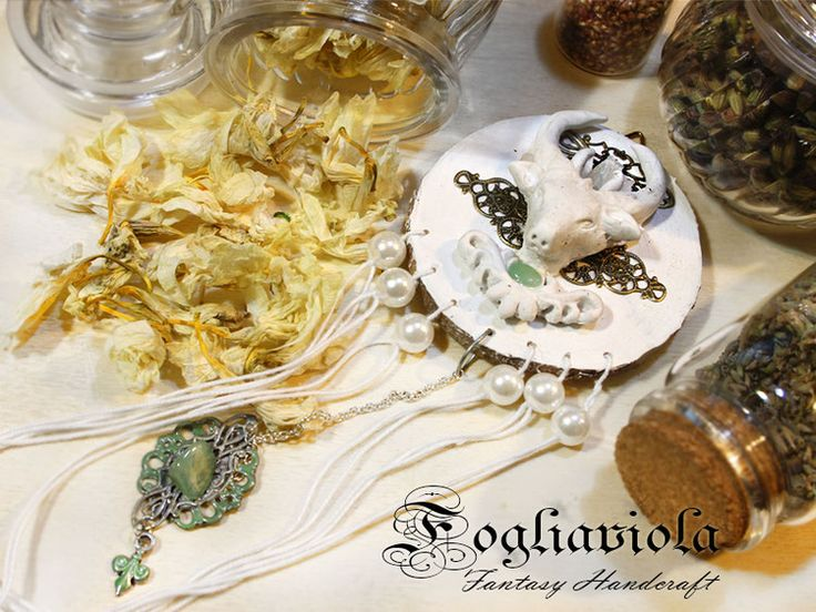 Cervo Bianco    #dreamcatcher #windchime #whitedeer #cervobianco #woodland #enchanted #pagan #decor #altar #handmade #whitedecor #fogliaviolastyle