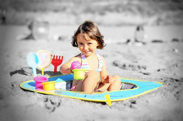 """Avec la piscine de plage """"1, 2, 3 Soleil"""", l'enfant pourra jouer dans l'eau de mer près de Maman et Papa !"""