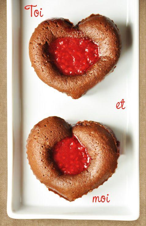 Un amour de dessert Pour une Saint Valentin d�licieusement inoubliable, on terminera le d�ner par une gourmandise � savourer, les yeux dans les yeux. Voici une recette qui d�borde de tendresse, de jolis fondants au chocolat noir et c�ur framboises.