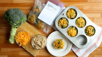Kid friendly, fun to eat and healthy too! These freezer recipe broccoli rice cups are the perfect lunch - perfect for the thermos too!