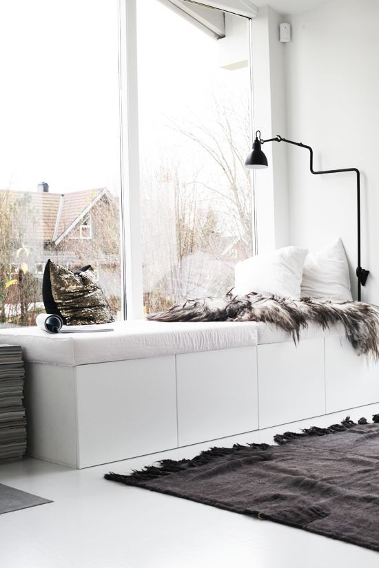 Reading nook in home l Cozy bench seat l Animal fur throw l How to create a cozy nook in your home l Interiors blog