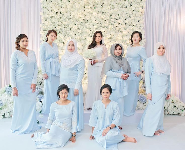 Daniella and her lovely bridesmaids. Pose #beyonce katanya.  photo by @shaupix  #theleiora #zamirdaniella #weddingphotography #penangwedding #malayweddingguide by theleiora