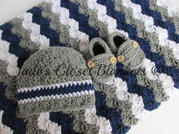 Baby Gift Set Crochet Grey Gray Navy Blue por JadesClosetBlankets