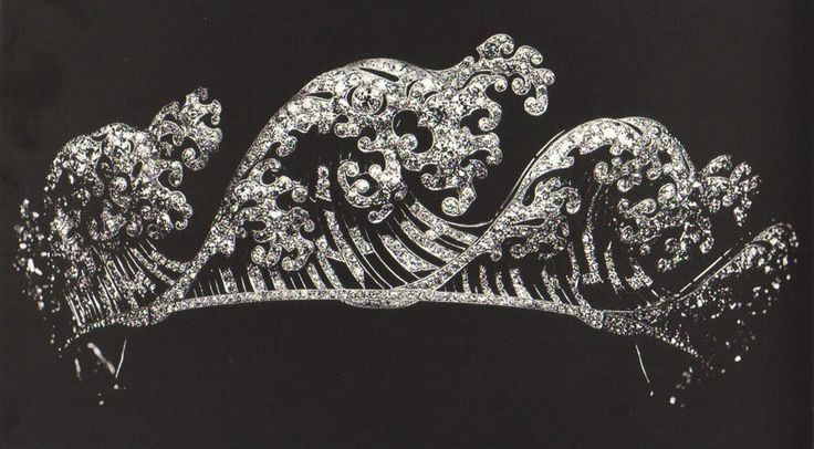 Boucheron 'Wave Tiara', circa 1910-1920, the design is based on the famous Japanese artwork by Hokusai.