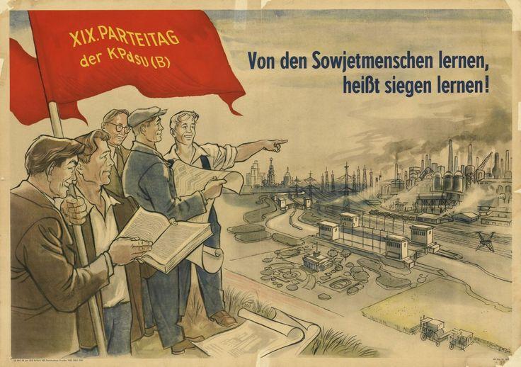 Grafisches Motiv: fünf Arbeiter auf einem Hügel sehen auf einen Industriekomplex herunter. Einer hält eine rote Fahne mit gelbe Beschriftung: XIX. Parteitag der KpdSU (B). Rechts oben die Beschriftung: Von den Sowjetmenschen lernen heißt siegen lernen.