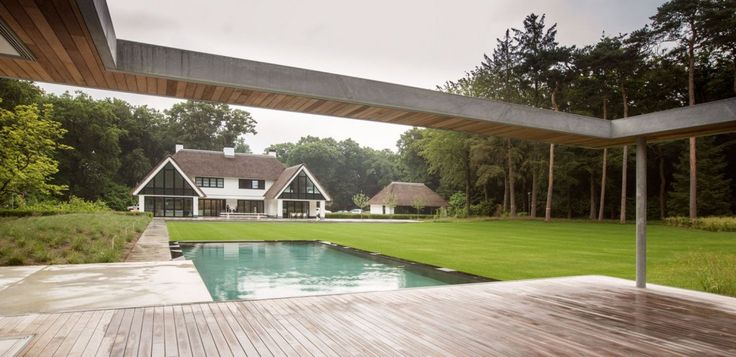 Grote tuin in bosrijk gebied meer interieur inspiratie kijk op zwembad wellness - Zwembad interieur design ...