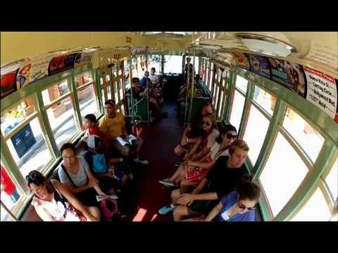 Eine einzigartige Sichtweise: Red Car Trolley im Disney California Adventure Park
