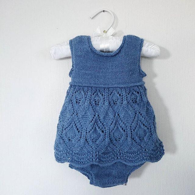 #blondekjolebody Mangler bare knappene! For et kunstverk av en oppskrift! Fra flinke @knittingforolive, hun har så mange fine mønstre! - #blondekjole #lacedressbody #lacedress #knittingforolive #babyknit #babystrikk #babykjole #babygirl #sandnesgarn #sandnesminialpakka #minialpakka #alpaca #knitting_inspiration #følgstrikkere