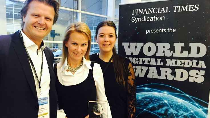 NRKs Tom Gabriel Johansen, Marit Higraff og Ellen Borge Kristoffersen mottok pris under World Digital Media Awards mandag kveld.