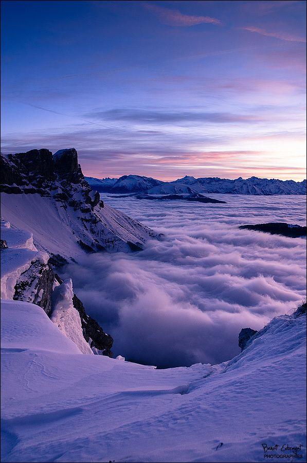 La montagne nous a offert un magnifique lever de soleil sur les crêtes du Vercors (depuis la Tête des Chaudières).  Le lever très matinal valait le coup.    Un gros gros vent sur les crêtes et un trépied à tenir pour que l'image reste nette !