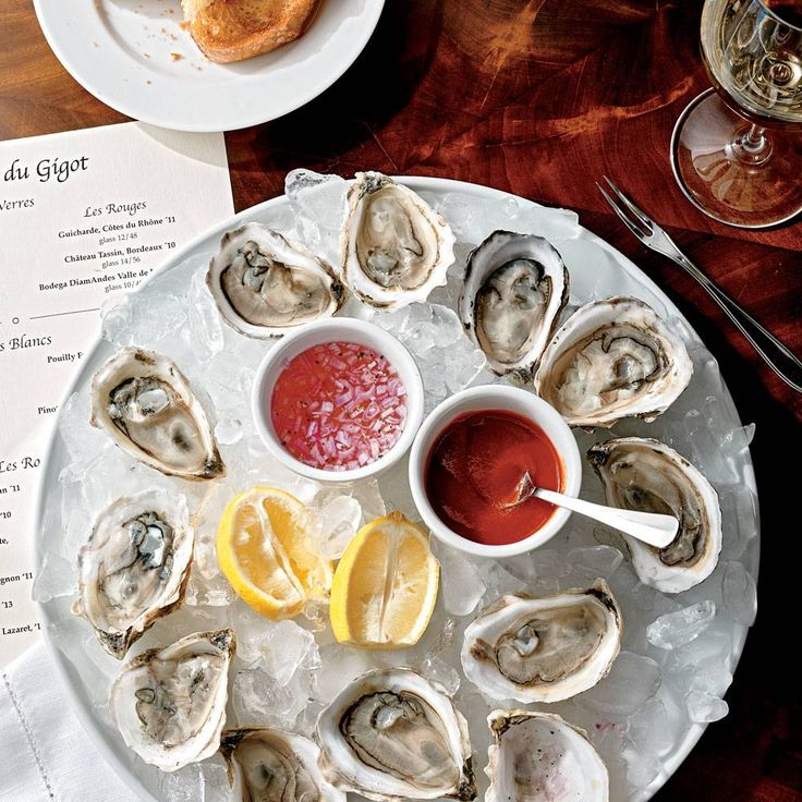 Island Creek oysters with Traditional Mignonette Sauce