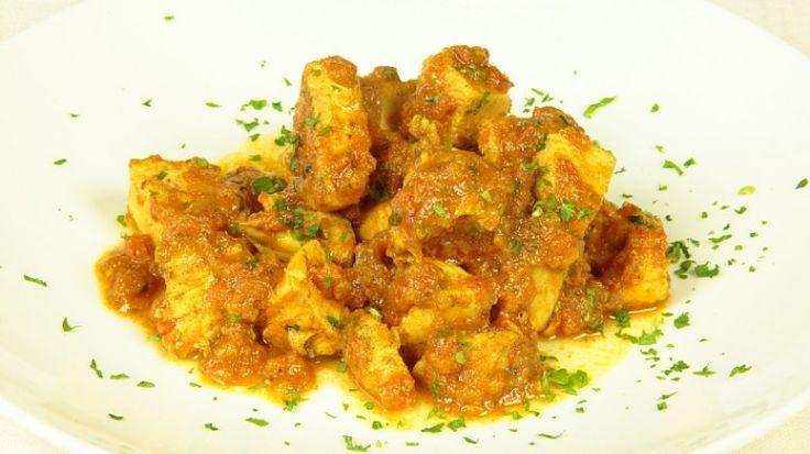 Ricetta Masalah di pollo: Il masalah di pollo è una ricetta ricca di profumi esotici. La ricetta è pakistana ma si potrebbe tranquillamente confondere con molti piatti indiani. Servito con del riso bianco può essere un piatto unico, davvero delizioso.