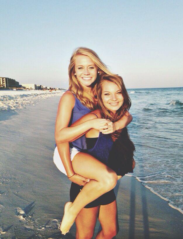 Best friend beach pictures