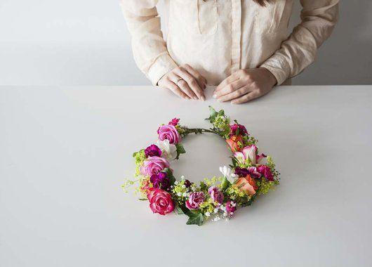 Her har du en ferdig blomsterkrans. Så enkelt kan det gjøres.