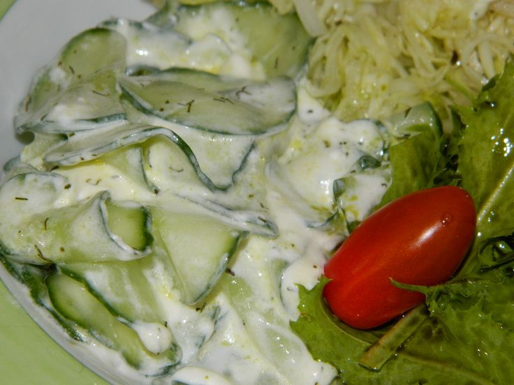 Gurkensalat mit saurer Sahne und Dill, ein schmackhaftes Rezept aus der Kategorie Gemüse. Bewertungen: 67. Durchschnitt: Ø 4,3.