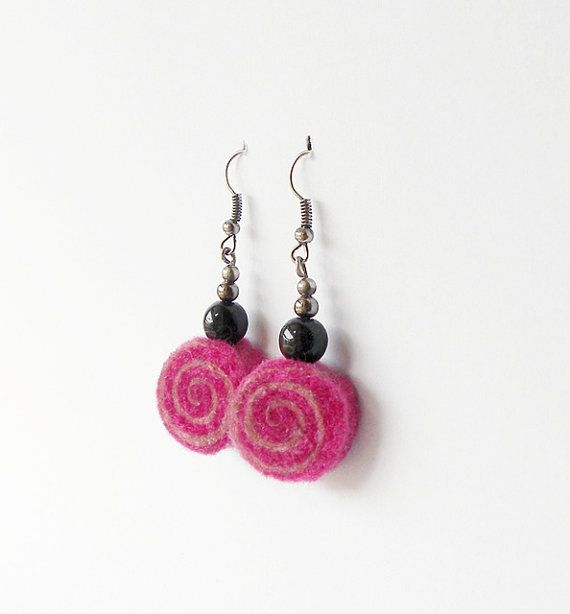 Handmade felted dangle earrings from light and dark pink merino wool + a black bead. Very light, comfortable to wear. Their pattern is unique, the way the wool behaves cannot be repeated so youll be the only person with these! Its always a bit of surprise when I cut the roll and see what shape it created. The whole length is 5 cm, and the roll is 2 cm wide.  Metal elements can be silver plated or oxidized, which are dark grey.  Other earrings of this type…