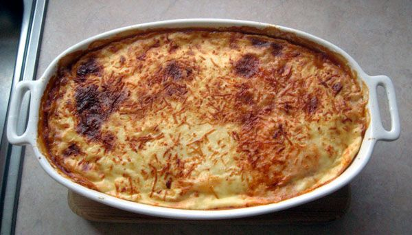 Υλικά: 3 μπούτια από κοτόπουλο 3-4 μεγάλες μελιτζάνες (εγώ έβαλα τσακώνικες) 3-4 ώριμες τριμμένες ντομάτες ή 1 κονσέρβα ψιλοκομμένο ντοματ...
