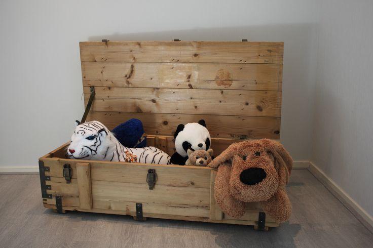 Stoere speelgoedkist, geloogd hout.  € 120,- zolang de voorraad strekt. #toy box #wood # kids