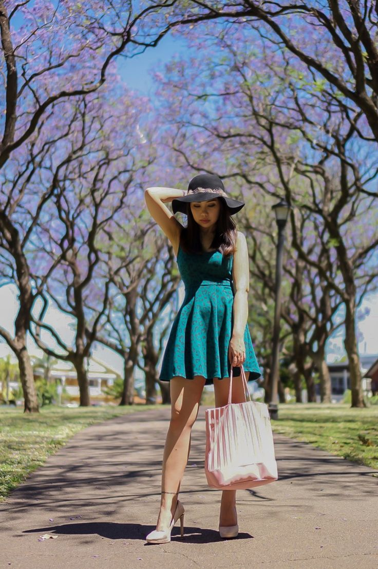 The Dreamy Purple Tree, summer outfit, summer dress, summer tote bagm high heels, summer look, summer hat, jacaranda tree, australia, summer lookbook,