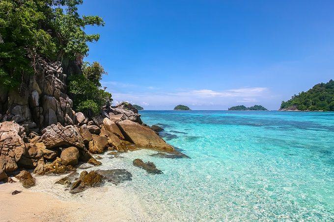 Weg vom Trubel? Thailands Inseln sind Oasen im Ozean. Wir stellen euch zehn unberührte Inseln vor und die besten Strände gleich dazu!