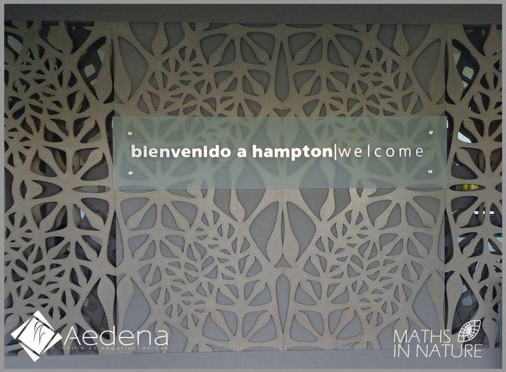 Busca imágenes de diseños de Paisajismo de interiores estilo translation missing: mx.style.paisajismo-de-interiores.moderno}: Hotel Hampton (Zacatecas). Encuentra las mejores fotos para inspirarte y y crear el hogar de tus sueños.