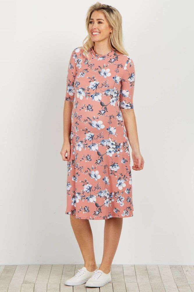 A gorgeous floral maternity dress gives a feminine feel and a soft material will keep you feeling great and looking beautiful. Pair this maternity dress with wedges and a clutch for a complete ensemble to wear to any occasion.