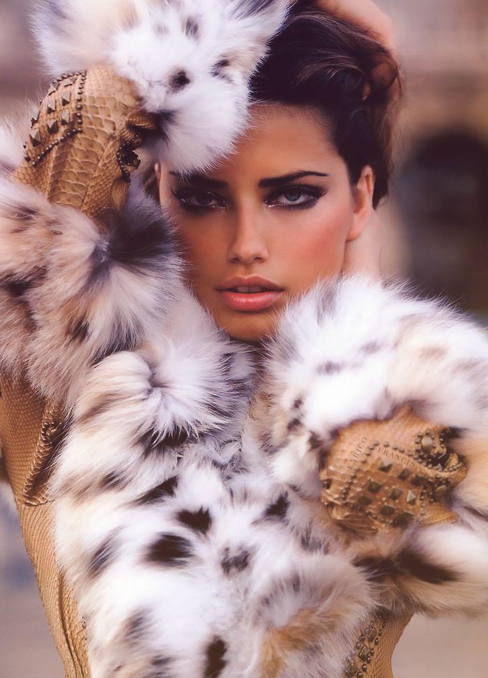 albaniangirl96:    champagne-paradise:    brazilian-bombshells:    One of my favs of Adriana