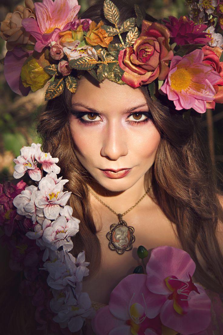 Fairytale portrait More photos you can find at my facebook page: https://www.facebook.com/pniarchouphotography #portrait #portraiture #fashion #fashionphotography #highfashion #crown #flowercrown #greece #athens #paulineniarchouphotography #accessories #flowers #face #makeup #eyes