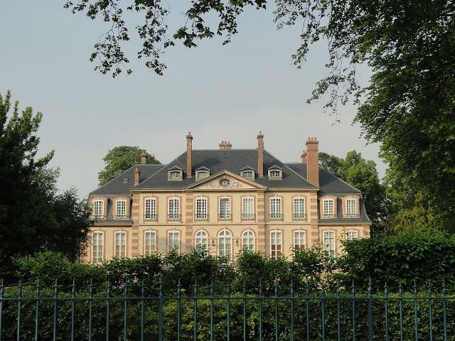 Château de Mareuil►►http://www.frenchchateau.net/chateaux-of-champagne-ardenne/chateau-de-mareuil.html