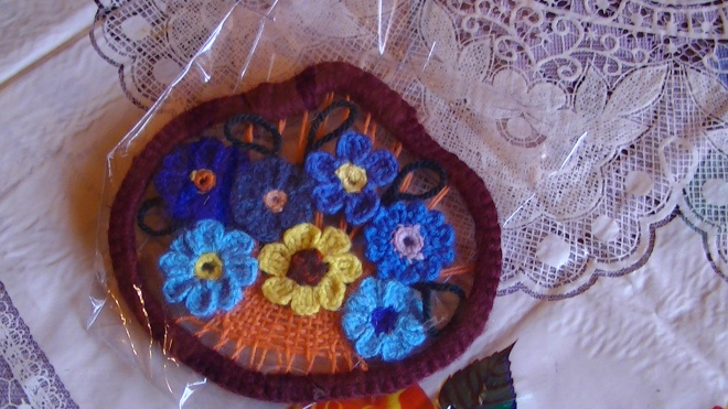cadou/ marturie tablou crosetat, cos cu flori pentru nunta, botez aniversare