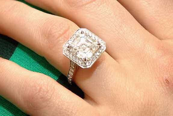 celebrity ring crush: the ring Pete Wentz gave to Ashlee Simpson. it's gorgeous!