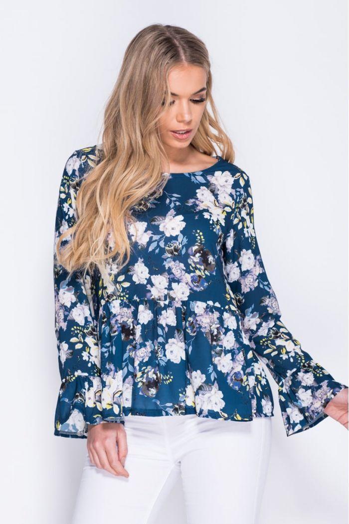 Top blusa estampada, manga larga, cuello redondo Nuestra modelo mide 177 cm y lleva una talla M