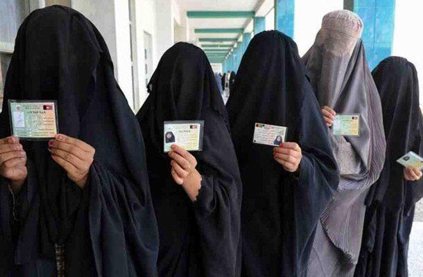 It's true, Illinois has done it. With the rise of diversity and a strong support for the Muslim community from the liberal government in Canada, anything can happen. Illinois is Obama's country. The state is allowing women to wear Burqas to take their driver's license photo.