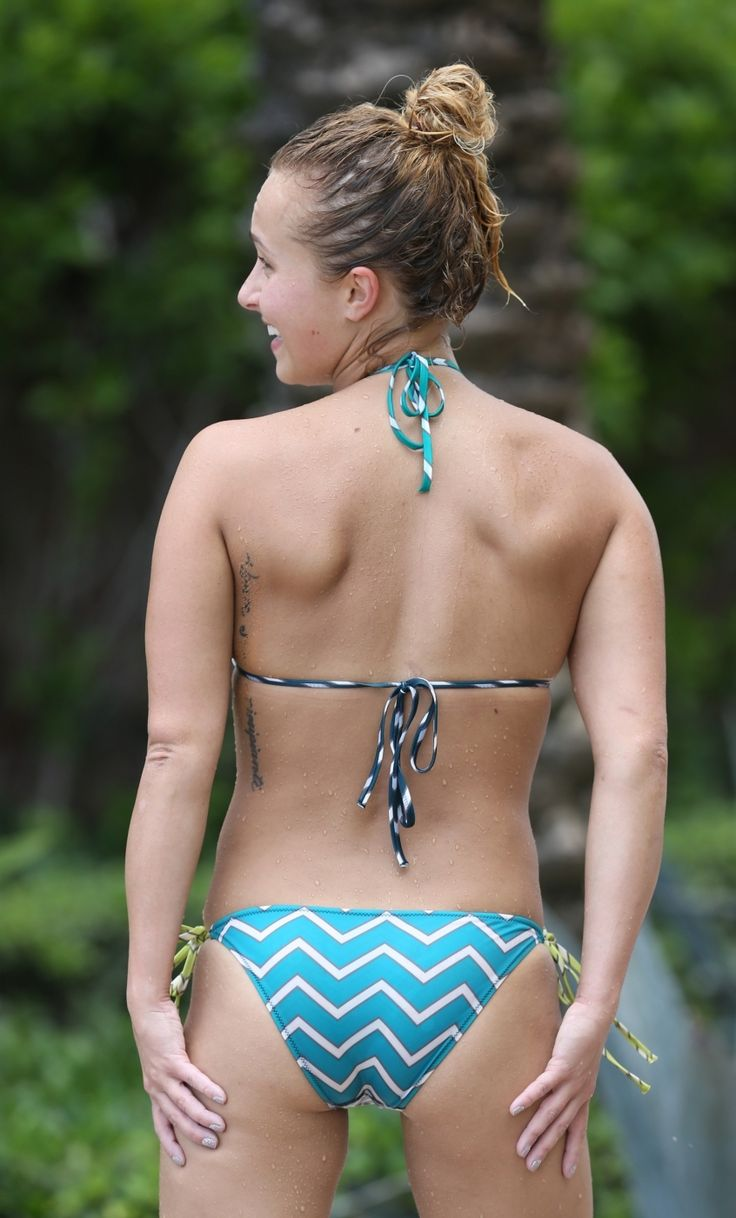 hayden panettiere naked on beach