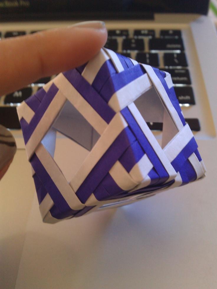 Cube    Tutorial by senbazuru.fr: http://www.senbazuru.fr/files/dd3138ffd580a0746371f19336b543c5-84.php