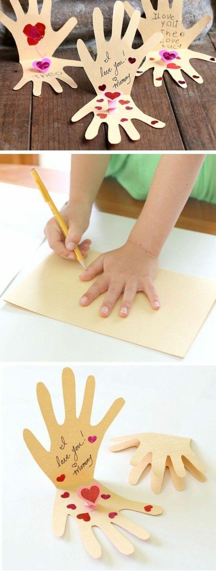 idée cadeau fête des mères à fabriqur soi meme, des empreintes de main avec un message, coers, idée activite manuellle maternelle enfant