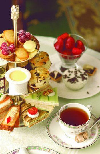 Послеобеденный чай, был первоначально распространяться, как общение между дворянством Соединенного Королевства.  Это относится к привычке получить сладости вместе с чаем, но он был использован в качестве места для содействия обмену, наслаждаясь разговор в широком диапазоне областей.  В то время как пить чай, тратить беречь время с другой стороной.  Это то, что вы могли бы прелесть послеобеденного чая.  Здесь, чай, конечно, такие, как украшения интерьера и посуда, представит в Осаке чайной…