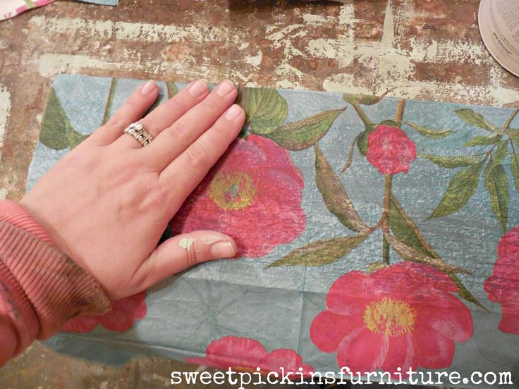 Sweet Pickins - how to apply napkins on wood to add flowers!