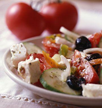 Salade grecque, la recette d'Ôdélices : retrouvez les ingrédients, la préparation, des recettes similaires et des photos qui donnent envie !