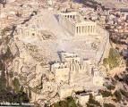 ACRÓPOLIS: la Acrópolis de Atenas  puede considerarse la más representativa de las acrópolis griegas. La acrópolis era, literalmente, la ciudad alta.La Acrópolis de Atenas,  es una meseta caliza de 270 metros de longitud y 85 de anchura, situada 156 metros sobre el nivel del mar, que contiene los monumentos más famosos de la Grecia clásica: el Partenón, el Erecteion, los Propileos y el templo de Atenea Niké y representa el símbolo universal del espíritu y la civilización clásica.
