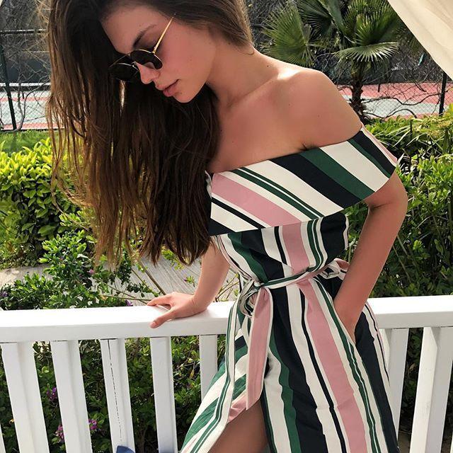 Доброе утро, дорогие! Начнём с приятных новостей! 📣 Платье со спущенными плечами из хлопка с полосатым принтом (11.500₽) появилось в наличии! Количество ограничено, так что успеют только искушённые модницы! 🌺 #mariebymarie #my_marie